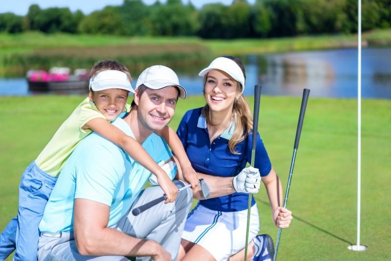 depositphotos-golf-en-famille-323